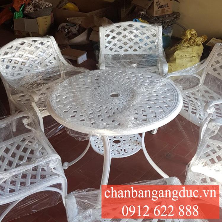 Ban Ghe Nhom Gang Duc 3